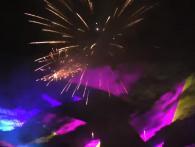 Spectaculaire combinatie door Xena Vuurwerk met lasers en vuurwerk in een totaal gesynchroniseerde show